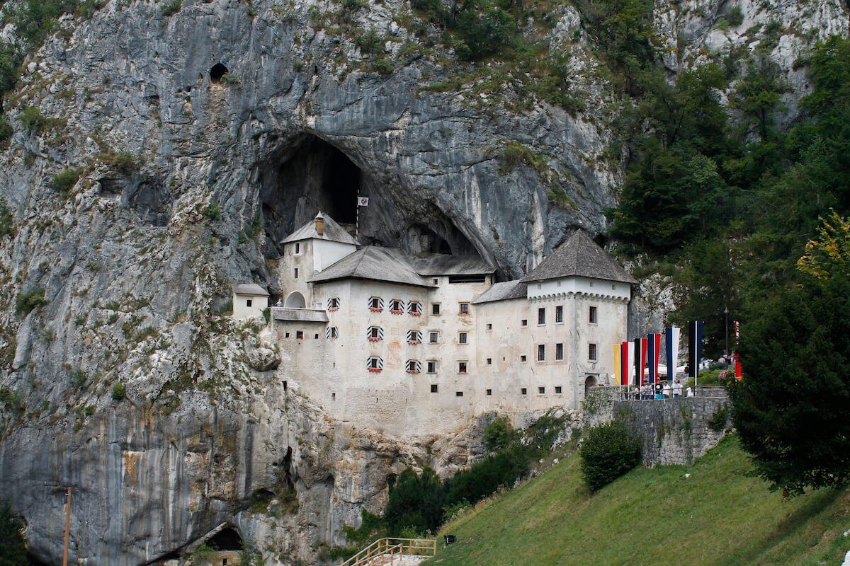 Visita de mig diaa les coves Skocjan i el castell de Predjama
