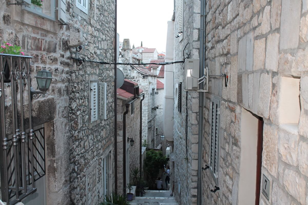 carrers estrets i empinats de Hvar