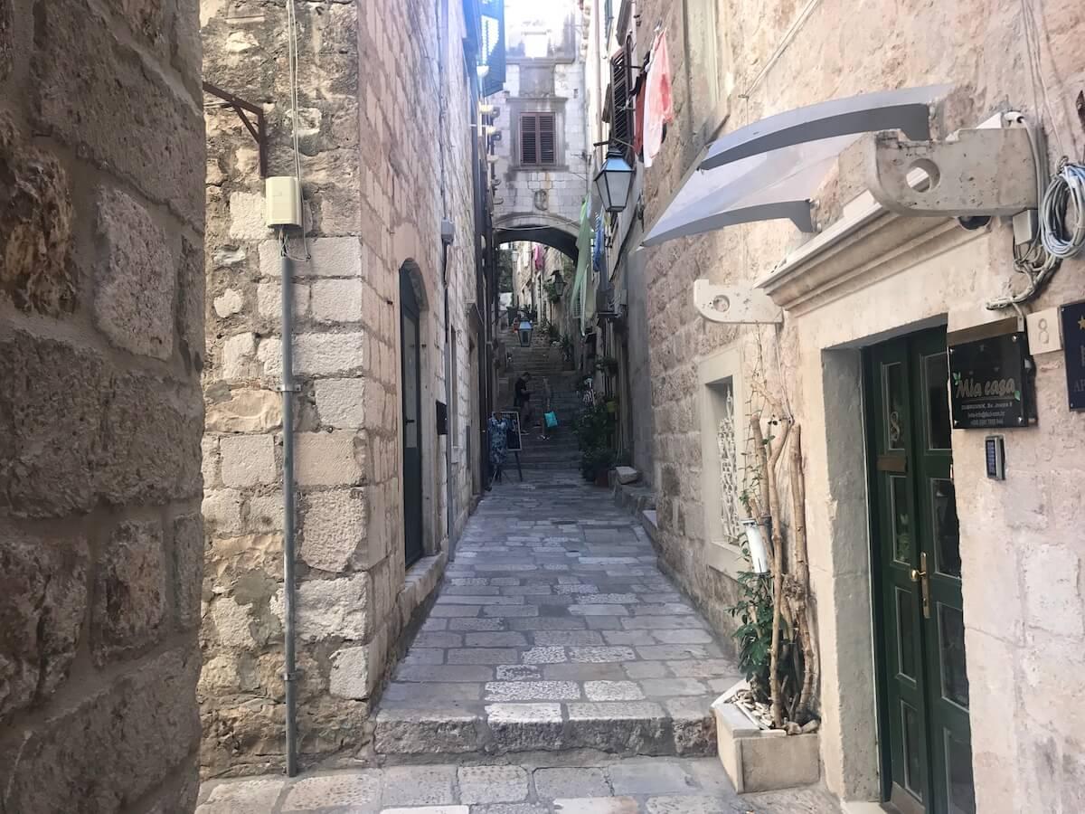intentant passejar sols per Dubrovnik