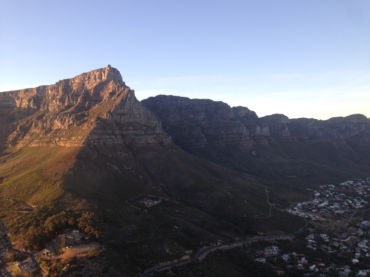 Table Mountain il·luminada pels primers raigs