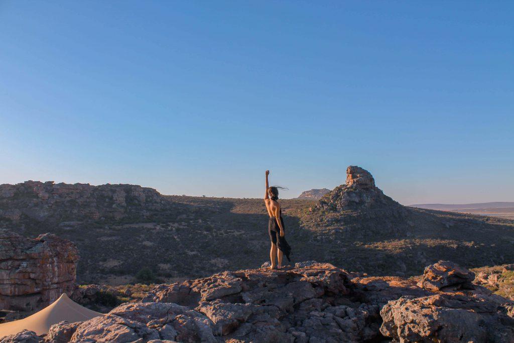 Veient la posta de sol des de la roca més alta