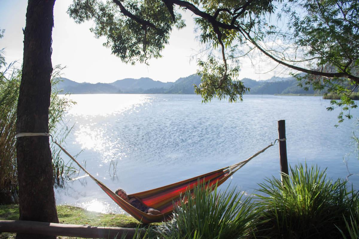 descansant al llac Mutanda
