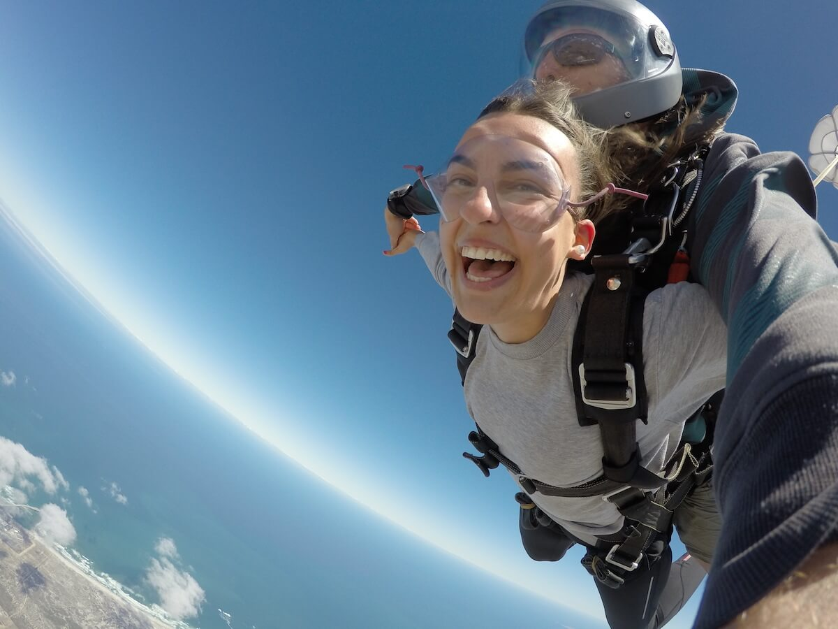 I'M 8 HOURS AHEAD Bucket List: sky diving