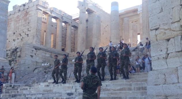 Guard change in the Akropoli