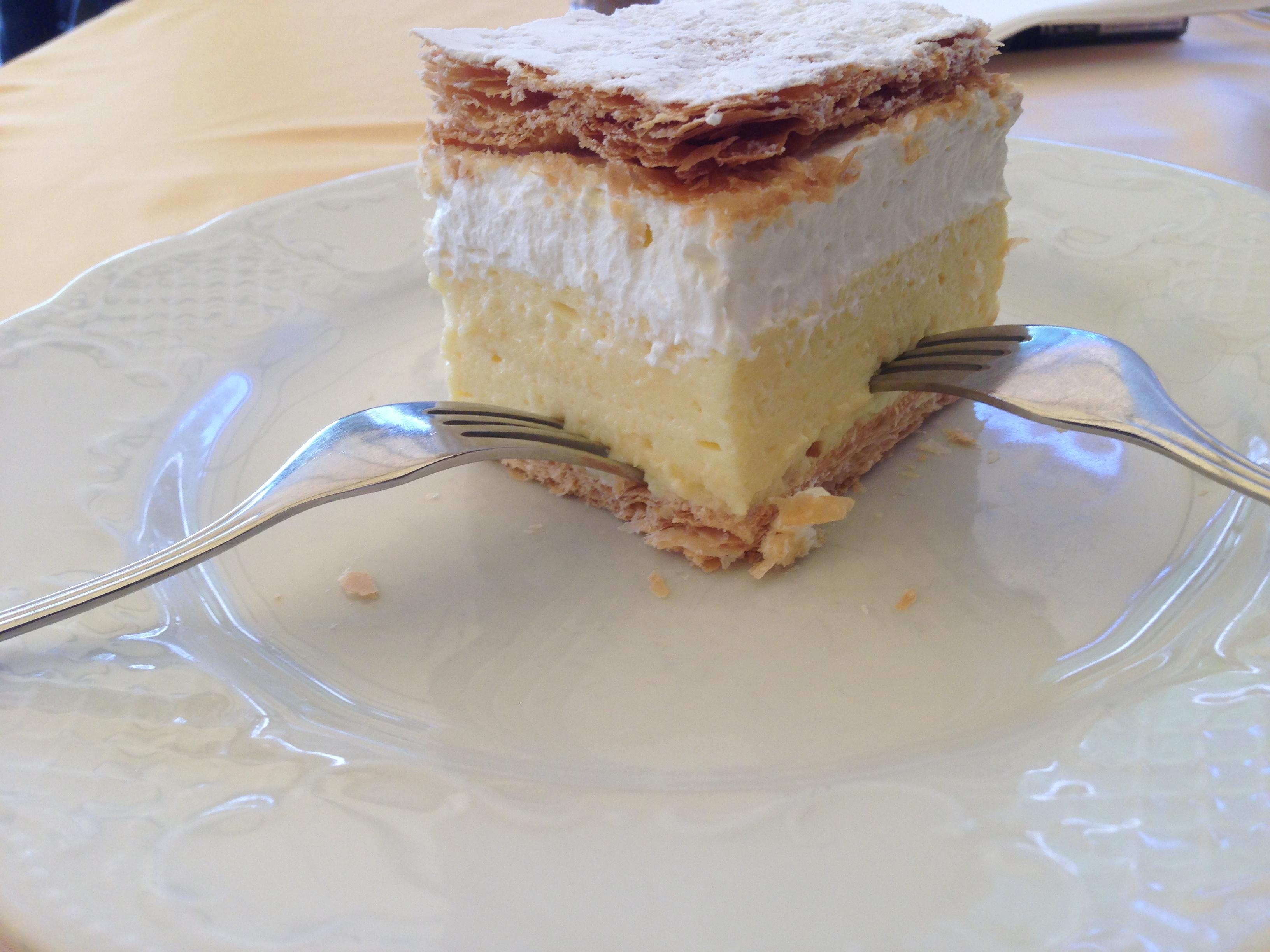 Bled typical desert cake