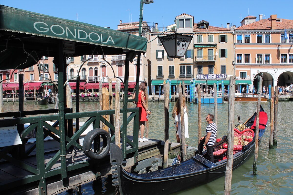 Gondolas at Ponte Rialto in Venice