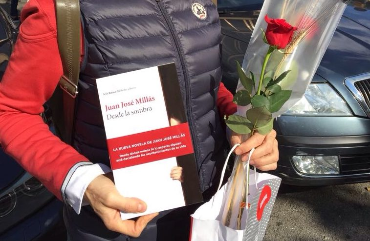 receiving roses and books on Sant Jordi