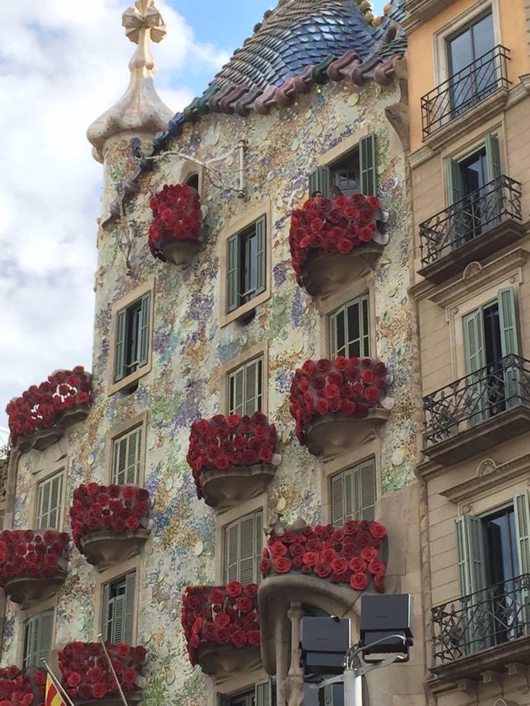 Casa Batlló during Sant Jordi