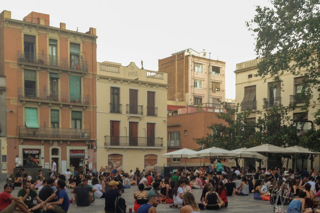 101 things to do in Barcelona: Plaça del Sol
