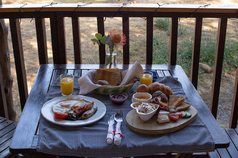 Balcony breakfast at Vindoux Guest Farm