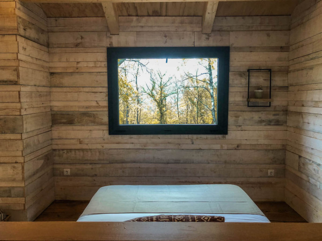 Cabanyes entre Valls tree house and bed views