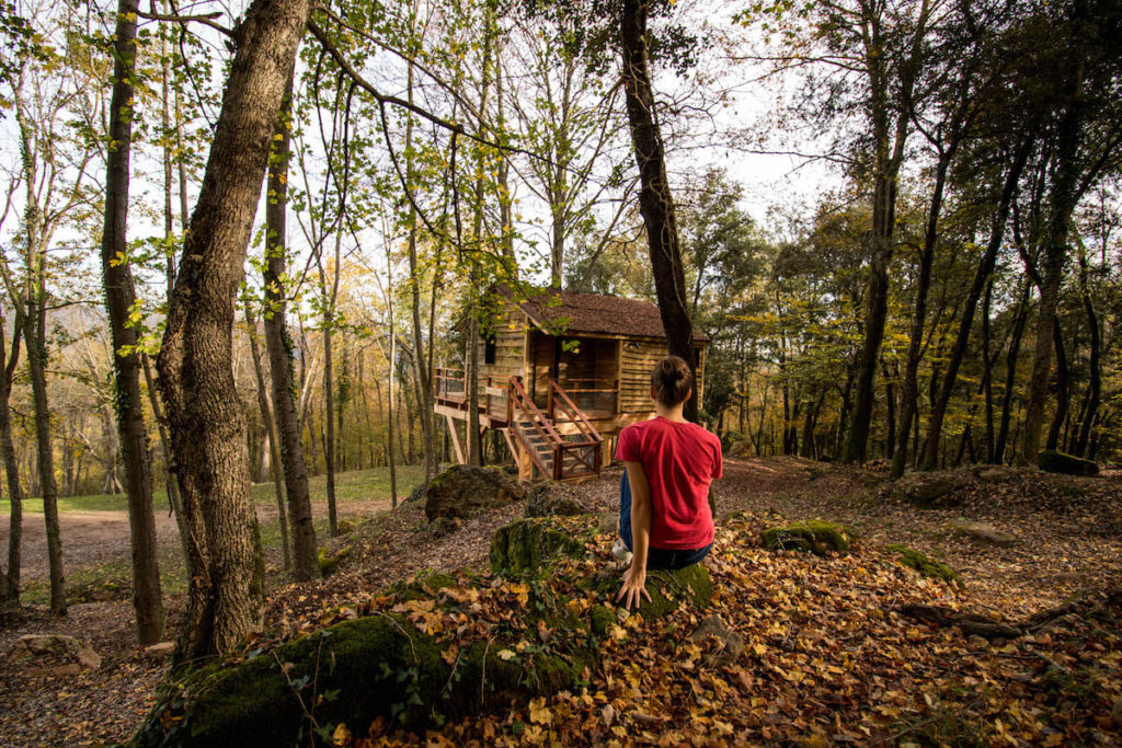 Cabanyes entre Valls tree house from exterior