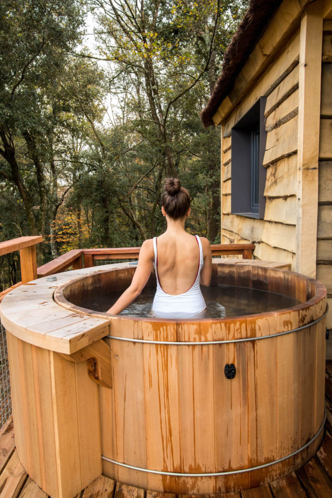 Cabanyes entre Valls hot tub in your own tree house