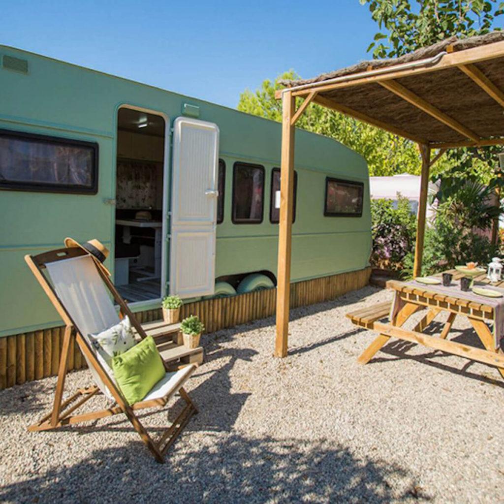 Camping Miramar retro campervan